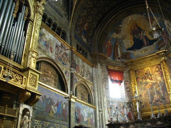 interno cattedrale foto di cattedrale di cremona e