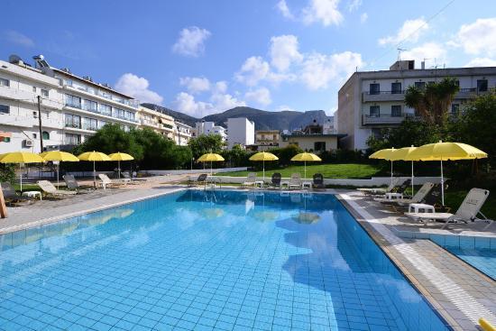 Arlen Beach Hotel : Our pool