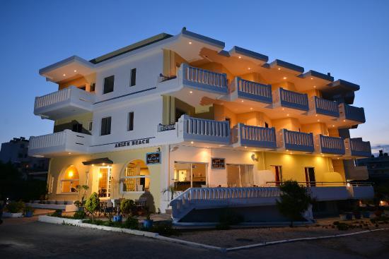 Arlen Beach Hotel : Hotel - night
