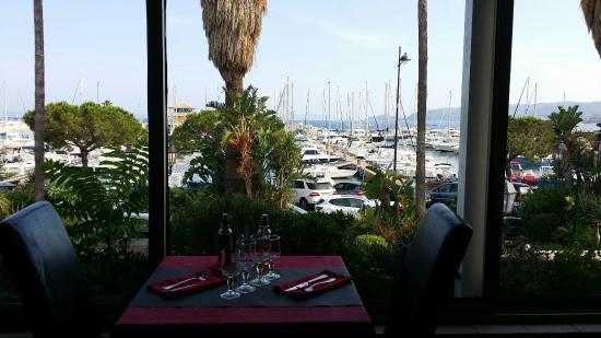Une calzone qui vaut le detour photo de le parma pizzeria du port le lavandou tripadvisor - Restaurant le lavandou port ...