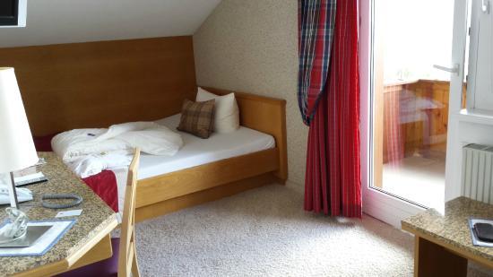 Hotel Andy: Einzelzimmer mit Komfort und Abendsonne
