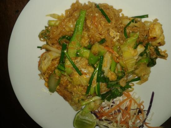Bamboo Hut Restaurant by Treffpunkt : Phad Thai