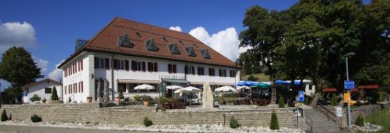 La Vue-des-Alpes Hotel : Face avant Hotel