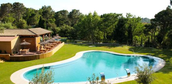 Magn ficos bungalows en camping begur picture of camping for Piscina natural begur