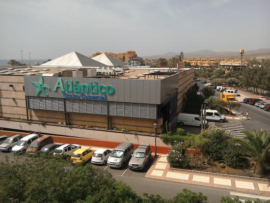 Hotel Elba Carlota : Supermarket from my balcony