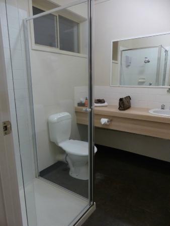 Box Hill Motel: Bathroom.