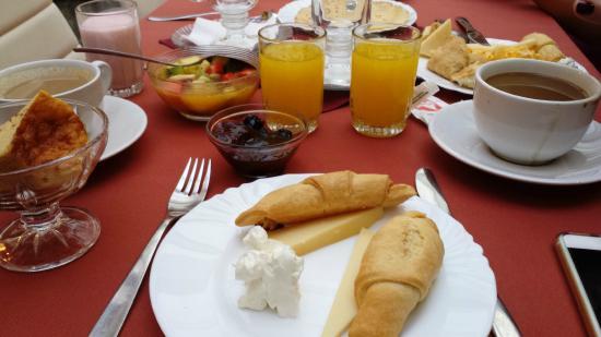 Armon Suites Hotel: café da manhã