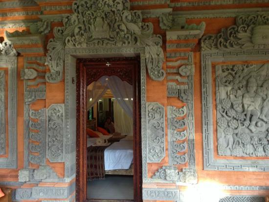 Subak Tabola Villa: Devant la chambre