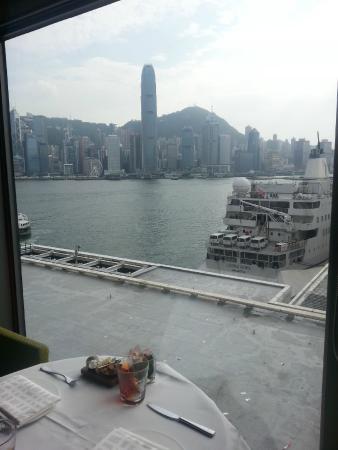 Aussicht von Cucina Fensterplatz auf die HK Skyline