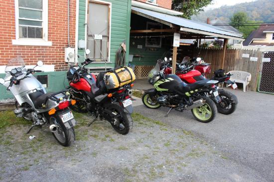 Old Clark Inn: Motorcycle friendly