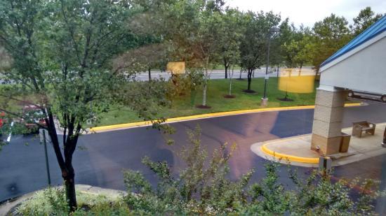 Fairfield Inn & Suites Dulles Airport: Visão geral da parte frontal do Hotel.