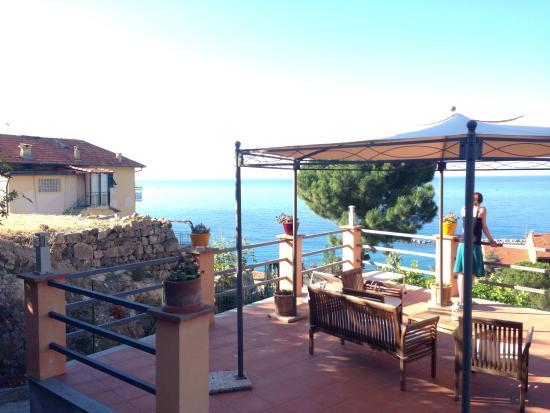 B&B La Mimosa del Golfo: Breakfast veranda