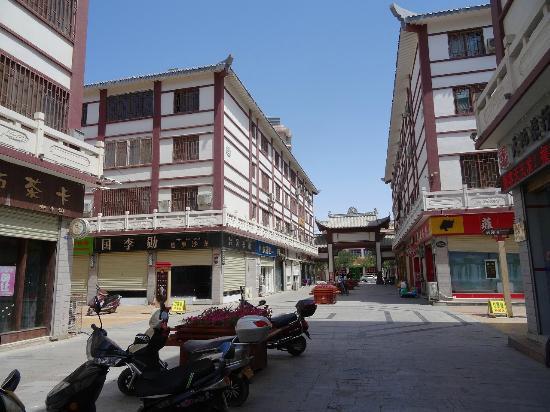 DunHuang ShangYe BuXingJie