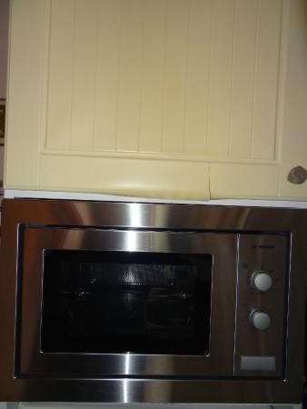 Résidence Odalys Le Clos Bonaventure: meubles de cuisine fissurés