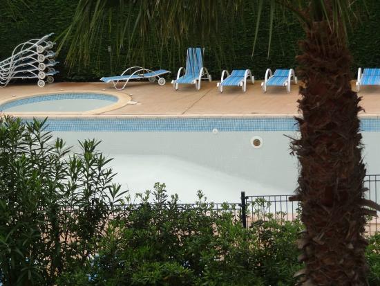 Résidence Odalys Le Clos Bonaventure: piscine fort belle... mais vide !