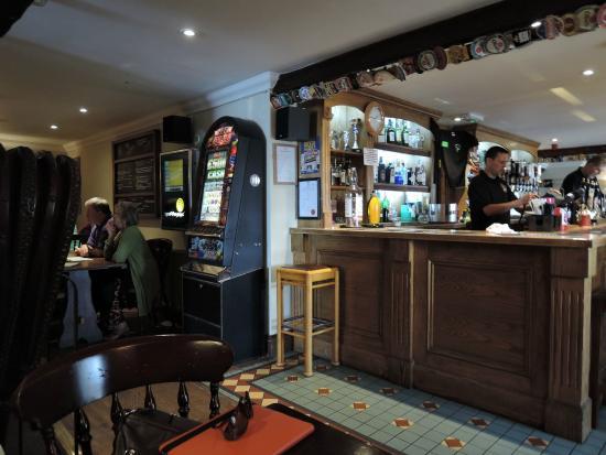 The Raven Pub: restaurant