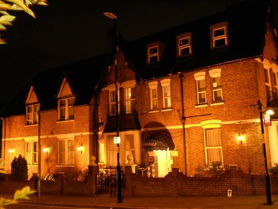Kirkdale Hotel: Beautiful from outside, inside is terrific...