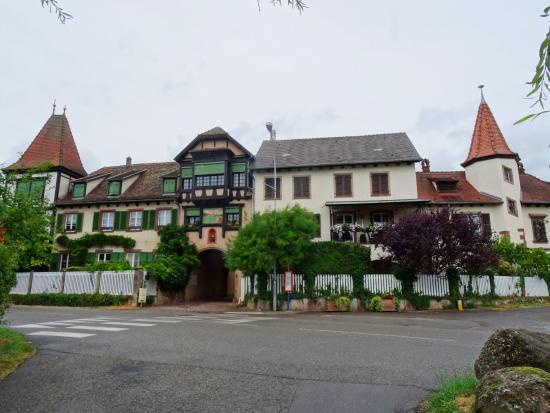 Le Clos Saint Léonard : De poort is de ingang naar de B & B