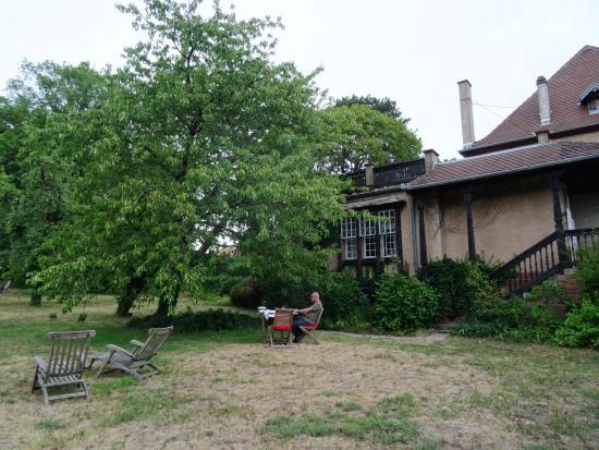 Le Clos Saint Léonard : De grote tuin waar je heerlijk kunt vertoeven