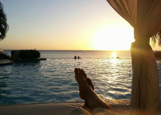 Grand Bahia Ocean View Hotel: Sunset view from the infinity pool.