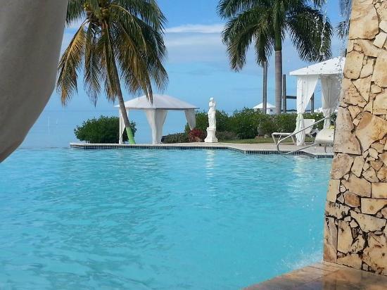 Grand Bahi-a Ocean View Hotel: Main pool of the hotel.