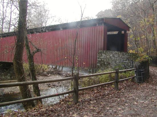 Wissahickon Valley Park : the covered bridge