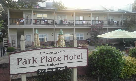 Park Place Hotel: Front of the hotel, Courtyard