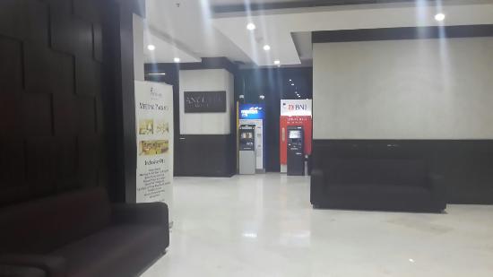 Fasilitas Atm Bank Mandiri Dan Bni Picture Of Orchardz Hotel Jayakarta Jakarta Tripadvisor