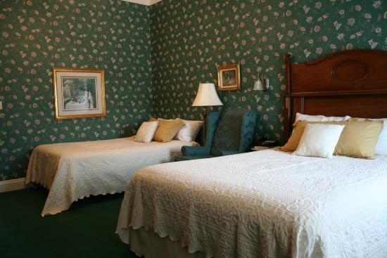 Kingsley Inn: Room 201
