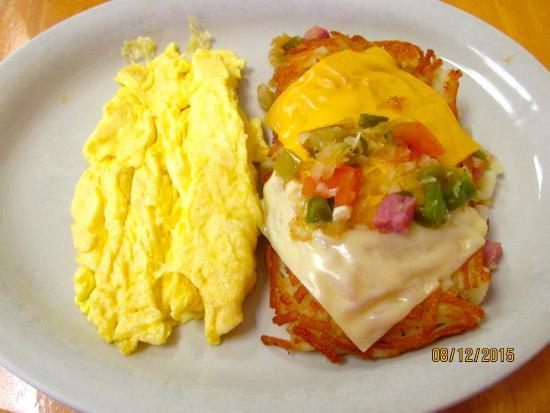 The Cozy Kitchen: Eggs & hash brown scramble