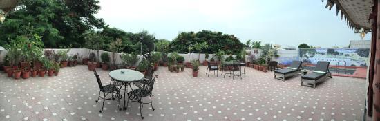 Ikaki Niwas: Terrace