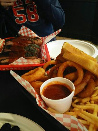 Alice's Cookhouse: ribs e onion rings