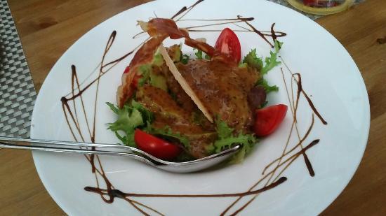 tasca jamon jamon: Ensalada de aguacate,pulpo frito y revuelto de jamon