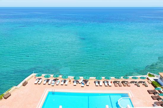 Manolya Hotel : Savor the long strethces of blue Mediterranean seaview.