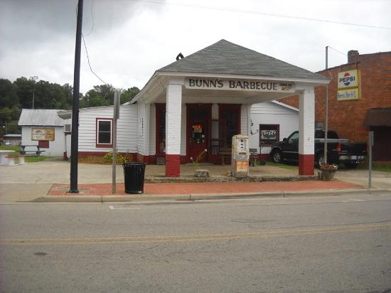 Windsor, Karolina Północna: old gas station, now 'que shack