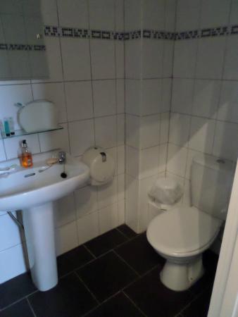 Warrens: bathroom