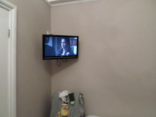 Warrens: tv in room
