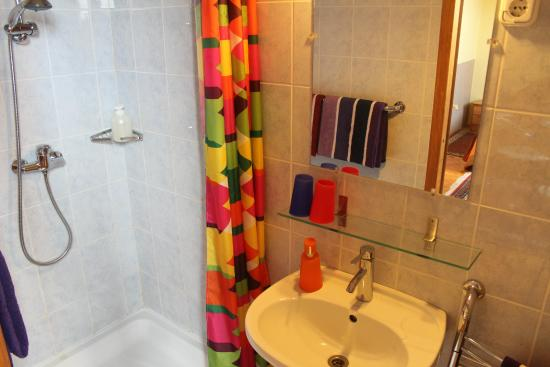 Budavar Bed & Breakfast: Bathroom
