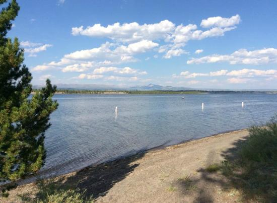 Madison Arm Resort: The Lake from my camp site
