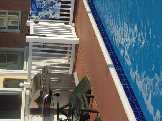 Anchor Motel: barbecue a bordo piscina