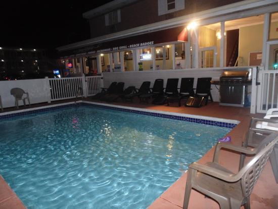 Seaside Heights, NJ: piscina e hall di sera