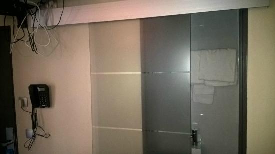 Glas sliding door to bathroom picture of hotel de france for Door 55 reviews