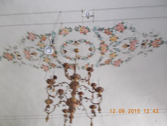 Soffitto A Volta Affrescato : Volta affrescata e lampadario intagliato foto di la lina bagnone