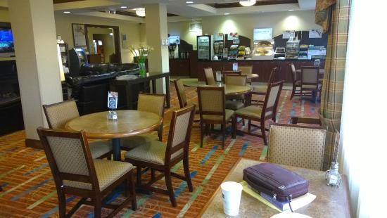 Holiday Inn Express & Suites Enid: Breakfast lounge area