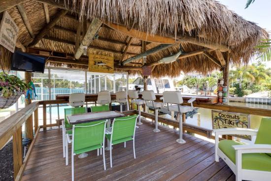 Two Fish Inn: tiki