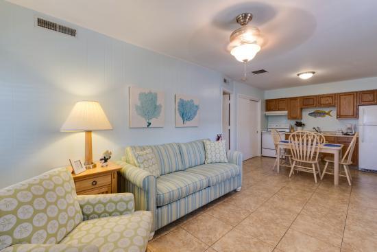 Two Fish Inn: Living Room of Redfish Suite
