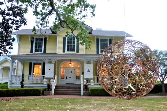 Graham, NC: The Captain James and Emma Holt White House, elegant home of Alamance Arts and Picasso's Gift Sh