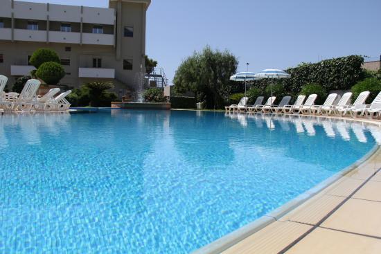 Hotel Delle Canne: piscina