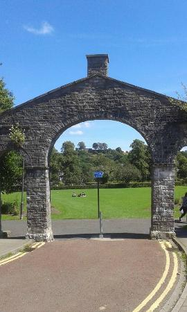 Kendal, UK: You can see the castle through this arch
