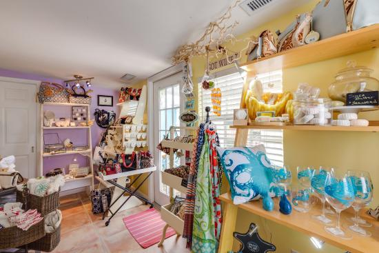 Two Fish Inn: gift shop at the Two Fish  Inn